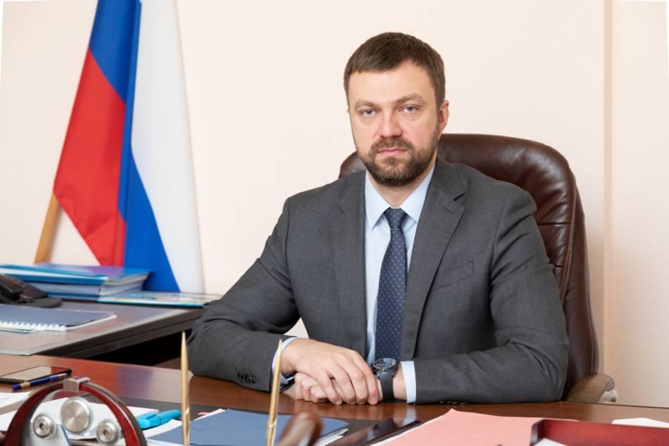 Министр строительства и архитектуры Архангельской области Денис Гладышев поздравил представителей отрасли с профессиональным праздником